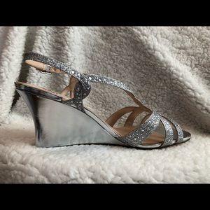 """5d1d28d25 NWT SZ 8.5 Silver Sparkle Platform Shoes 3.5"""" heel"""